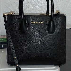 michael kors medium sized satchel handbag